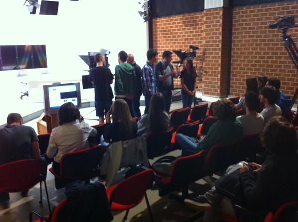 Durante 4 horas, aprendimos lo necesario para presentar en televisión.